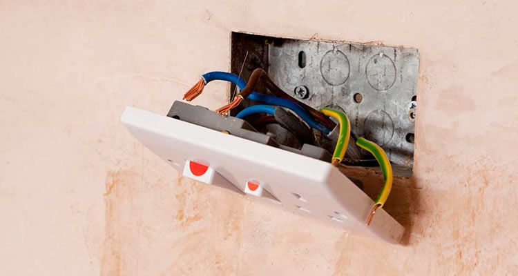 Cost Of Installing A New Plug Socket Myjobquote Co Uk