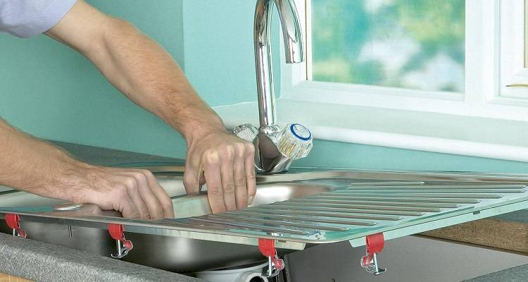 how to fit a kitchen sink