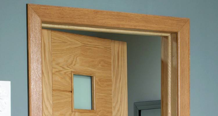How to put up architrave