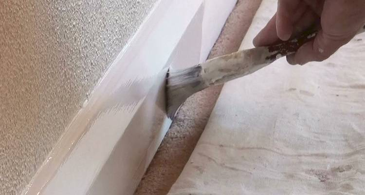 paint on skirting boards