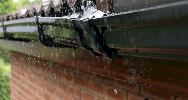 How to Repair Leaking Gutters