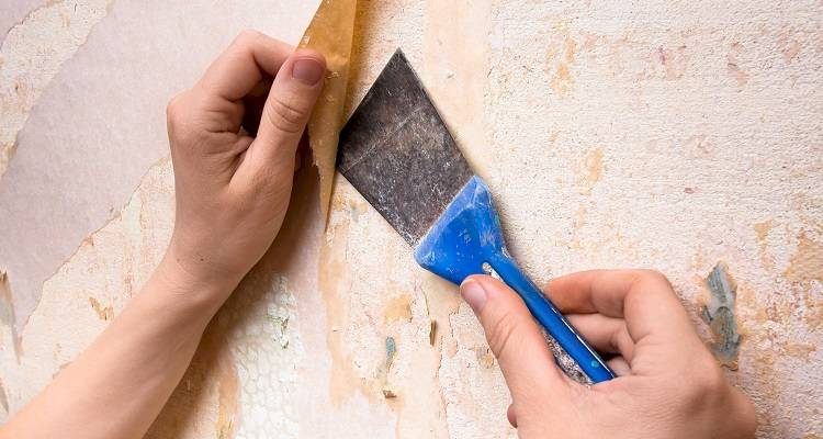 prepare a wall for wallpapering