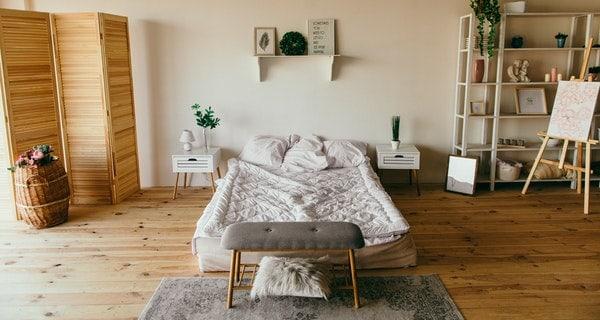 wooden-floor-in-bedroom