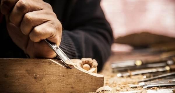 cutting corner of wood