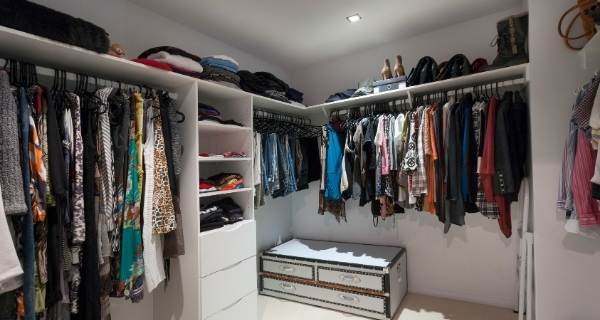 walk in closet bedroom storage